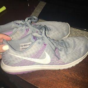 Grey/purple Nike flex women's gym shoe